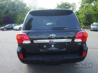 Toyota Land Cruiser 5.7