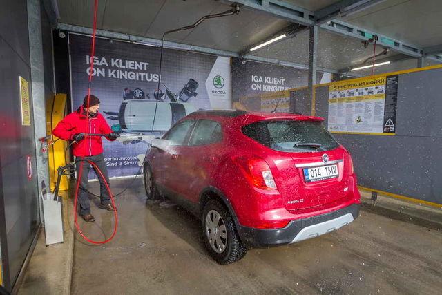 Kui auto pole väga must ja järgida kasutusjuhendit, saab auto puhtaks kiiresti ja odavalt. Foto: Pille Russi