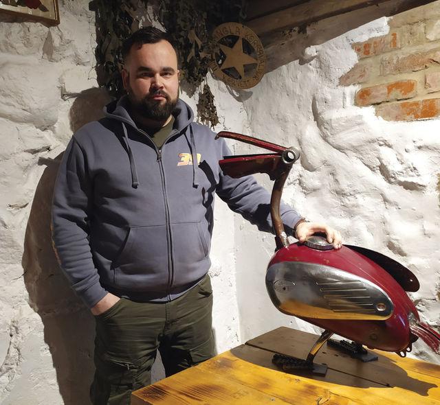 Karl Pärtelpoeg vanu tsiklijuppe ära ei viska, vaid meisterdab nendest midagi põnevat. Foto: Karl Pärtelpoja erakogu