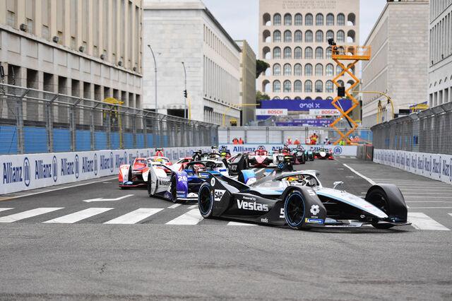 Stoffel Vandoorne juhtimas võistlust. Foto: Formula E