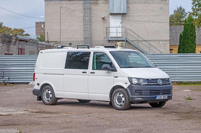 Ehkki Volkswagen säilitas kuuenda põlvkonna Transporteril traditsioonilise välimuse, tunneb selle mudeli ära teistsuguste esitulede ja iluvõre järgi. Foto: Pille Russi