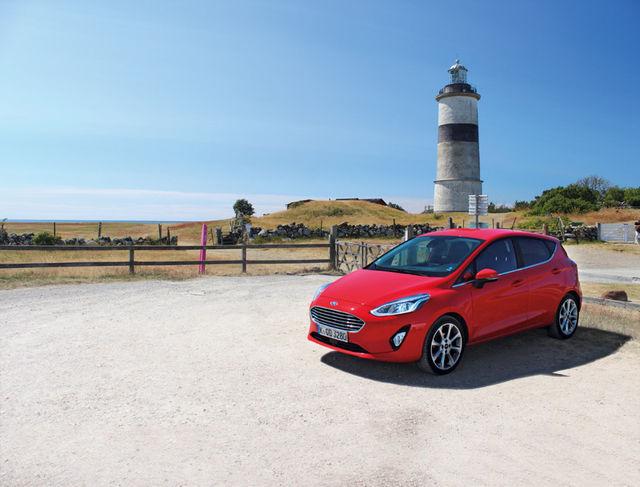 Rootsi reisi ajal oli kõik veel korras ja Fiesta lasi end kaunilt jäädvustada Morups Tånge tuletorni taustal. Foto: Auto Bild
