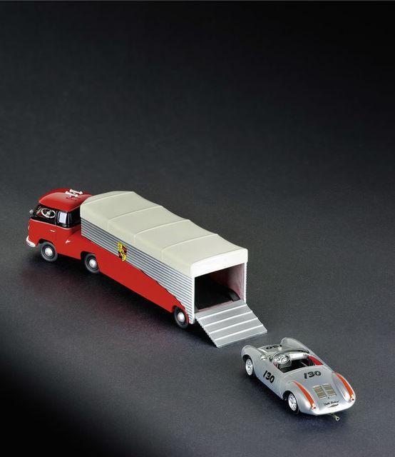 VW T1 Renntransporter (1:43).  Foto: Schuco