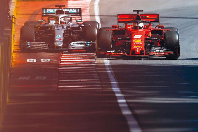 Vetteli karistuse põhjuseks oli ohtlik naasmine  rajale ja konkurendi rajalt väljasurumine. Foto: Mercedes/LAT, Pirelli