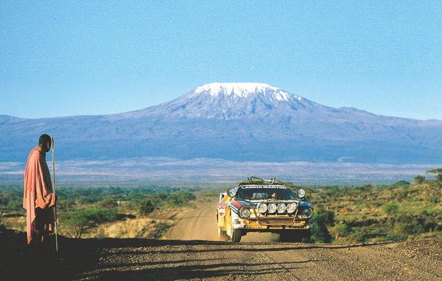 Markku Alen 1984. aasta Safari rallil Lancia Rally 037 roolis, taustal Aafrika kõrgeim mägi Kilimanjaro. Foto: Lancia