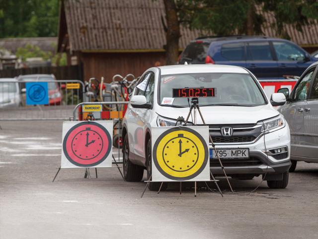 Ametlikud tulemused sünnivad ikka ajakontrollpunktides kohtunike poolt ajakaartidele märgitud aegade põhjal. Foto: Pille Russi